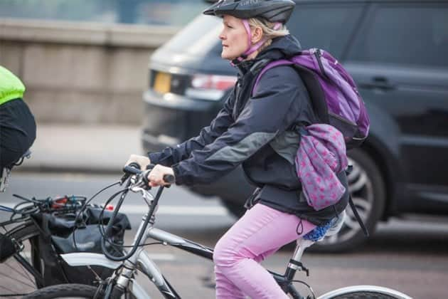 paseo en bicicleta híbrida