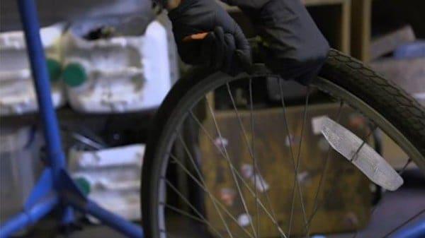 reparando rueda