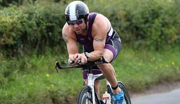 triatleta en competición