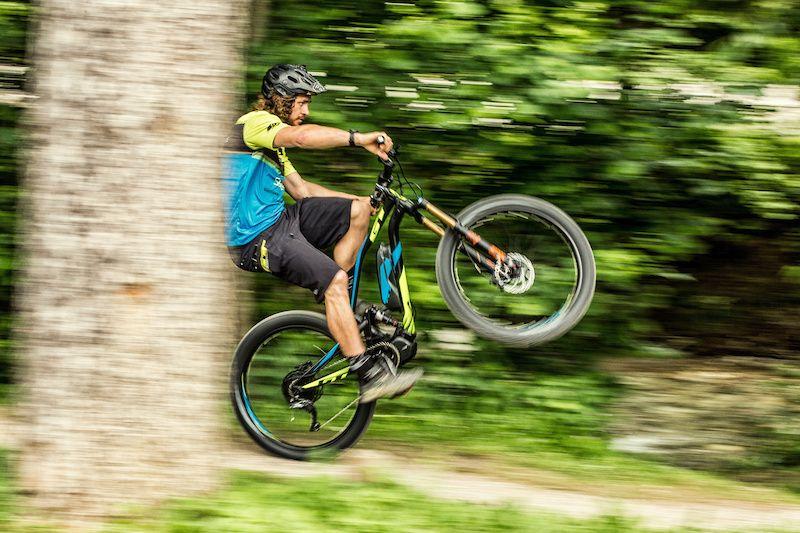 acrobacia con e-bike